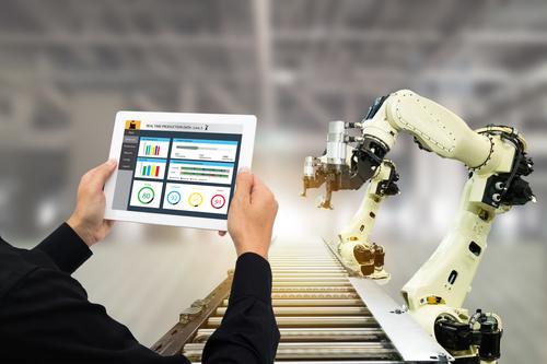 industrial-engineer-using software-manufacturing-mrpeasy