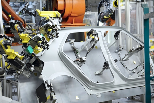 Car-manufacturing-robots-mrpeasy-manufacturing-erp