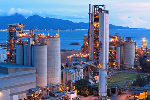 Week-6-in-Manufacturing-News-mrpeasy-erp-software-industry-cement factory-at-night