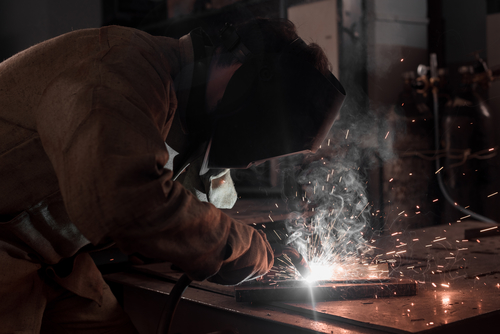 manufacturing-news-mrpeasy-welding-metal-at-factory